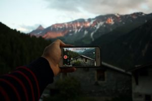 Shoot the scenery with your smartphone