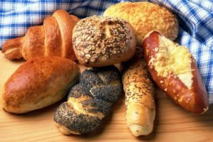 There are 7 kinds of bread