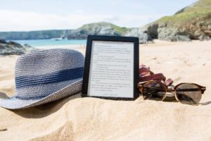 Sunglasses, hats and e-books are on the beach