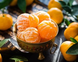 There are many mandarin oranges in the container